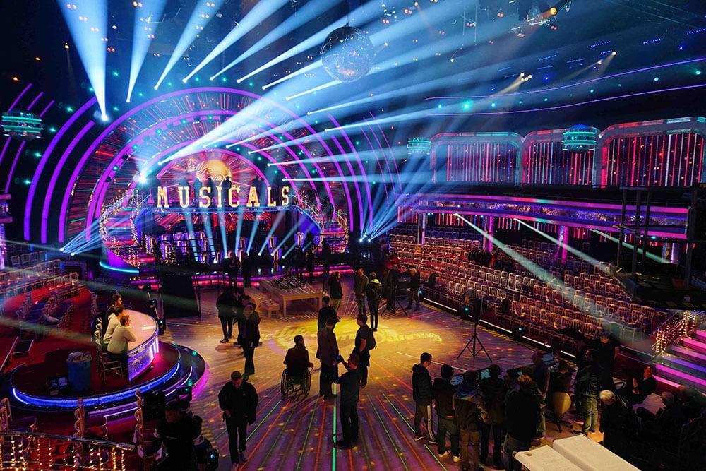 La magnifique brume télévisuelle de l'ATMe de MDG sur l'émission Strictly Come Dancing de la BBC © Strictly Come Dancing, BBC Studios. Directeur de l'éclairage, David Bishop